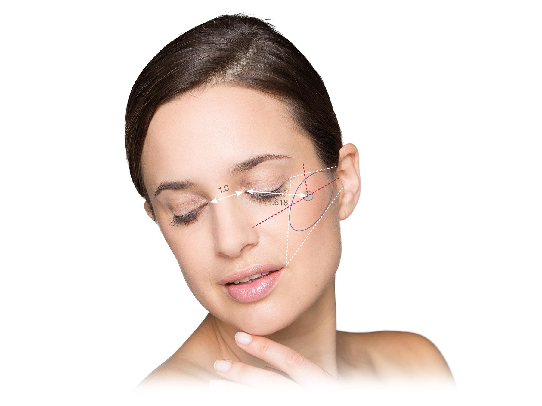 Facelift:              Die Haut im Wangen- und Halsbereich wird präpariert.
